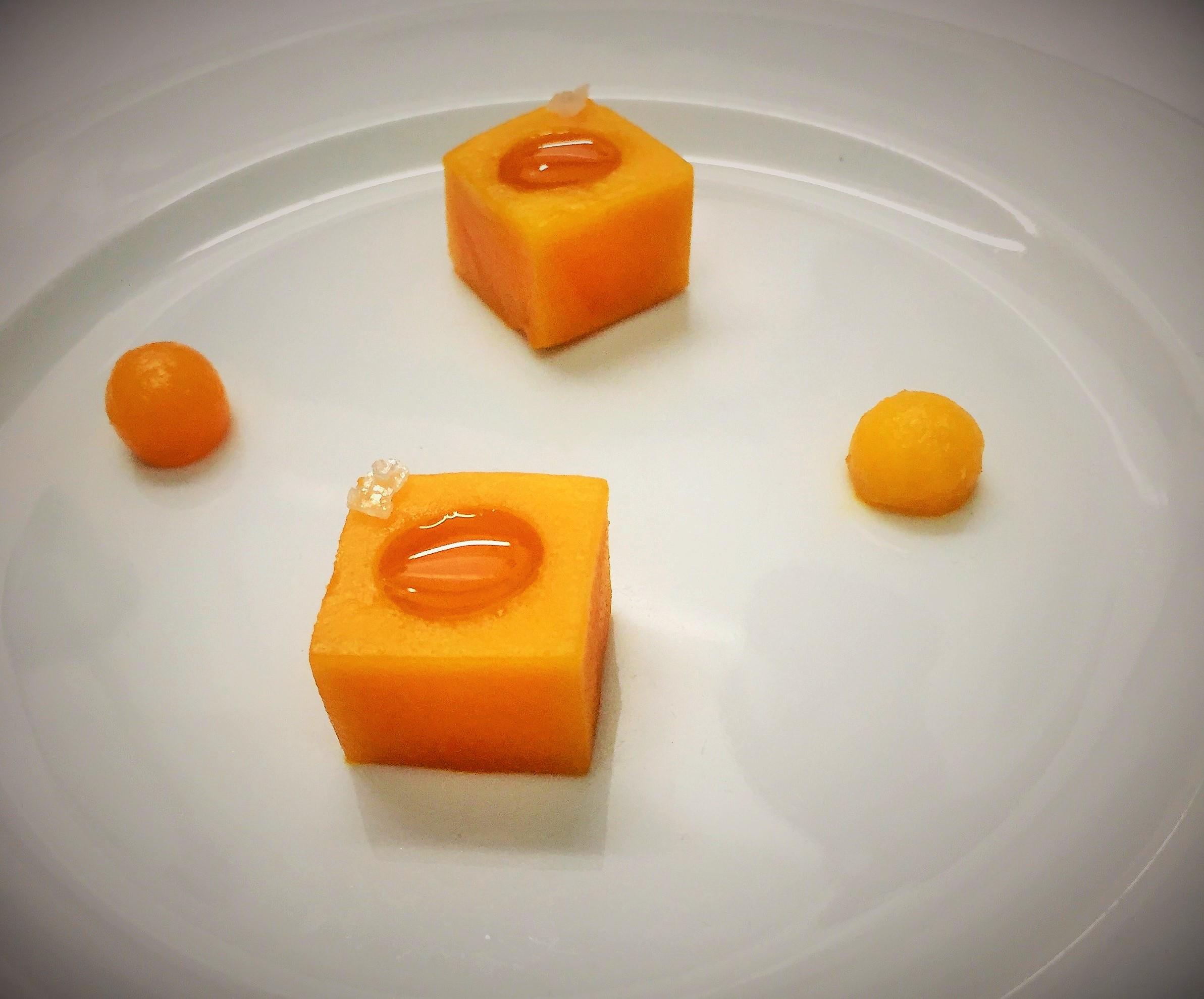 mango-mit-zwei-oelen