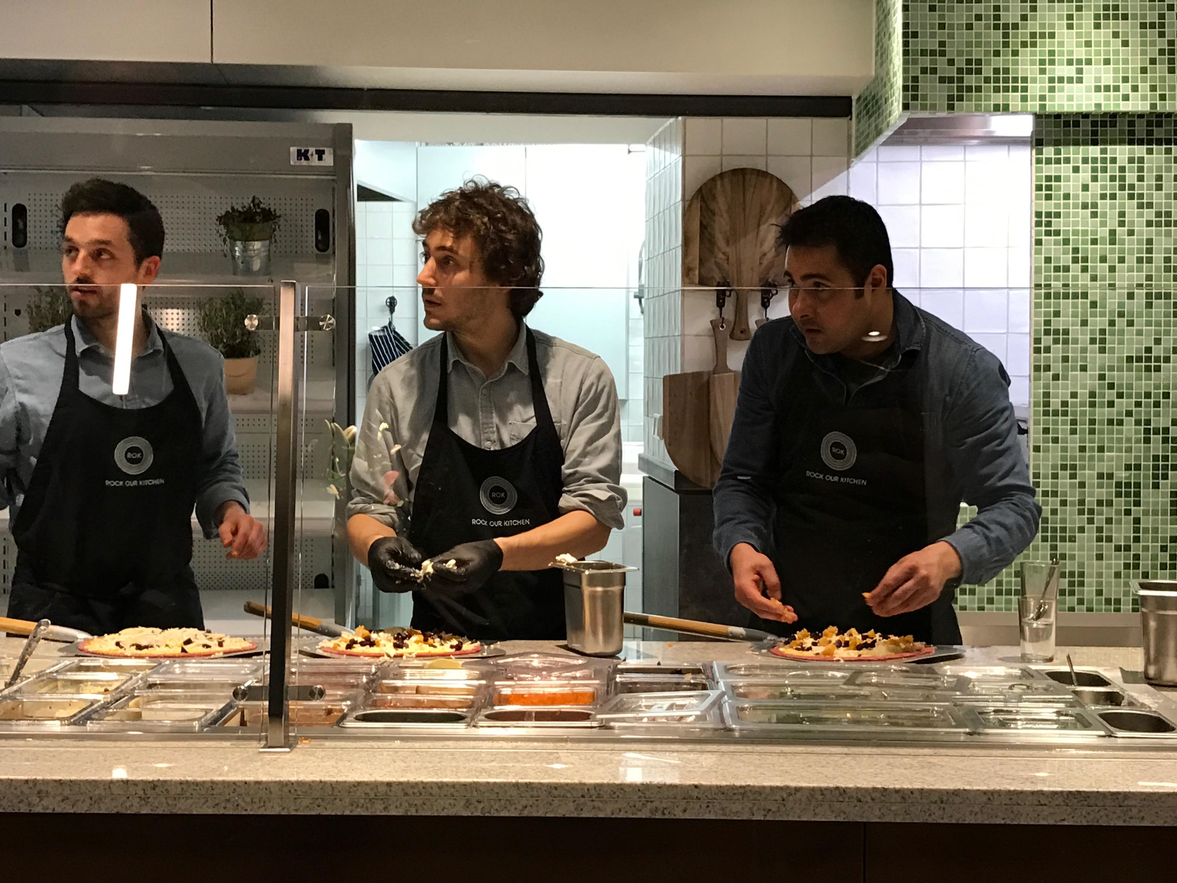 Rock our kitchen: Pizza-Zubereitung