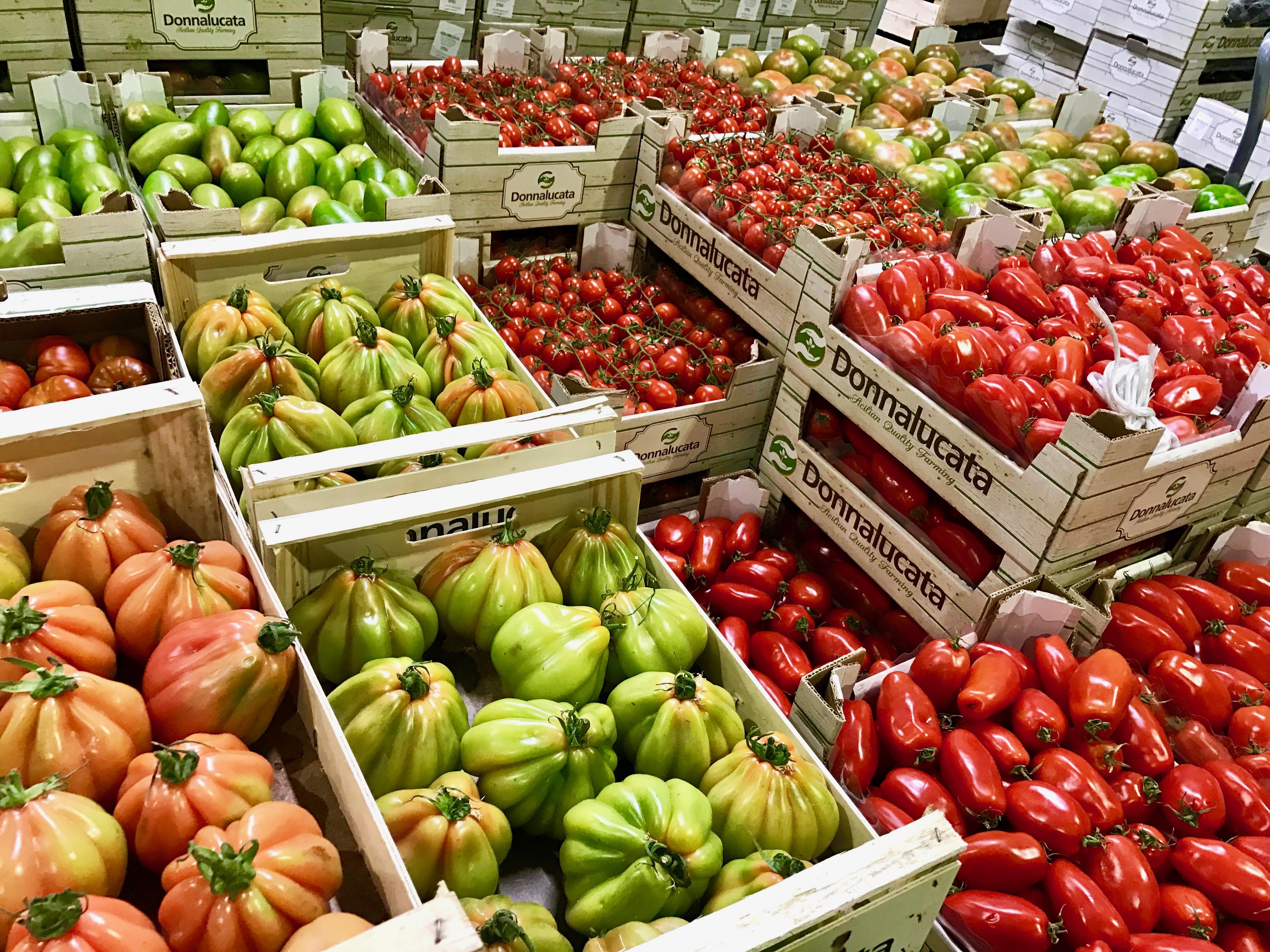 verschiedene Tomaten auf Großmarkt