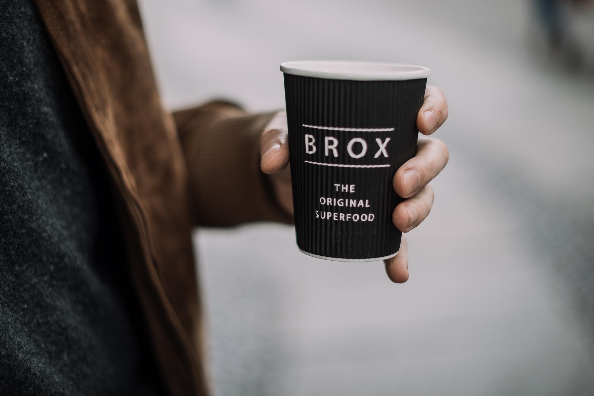 Brox-Knochenbrühe im Becher To-Go